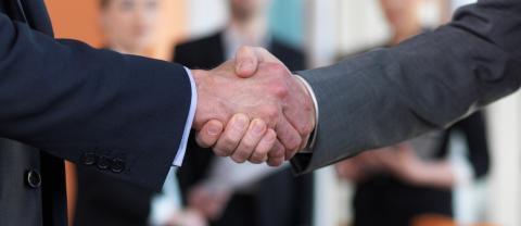 SEGUROS LAGUN ARO firma el Pacto de Confianza con NEWCORRED