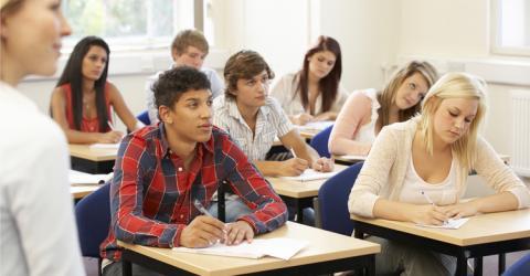 UNESPA se alía con Fundación Junior Achievement para concienciar a los jóvenes de los riesgos