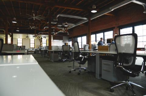 AXA ofrece nuevas soluciones aseguradoras flexibles para comercios y oficinas