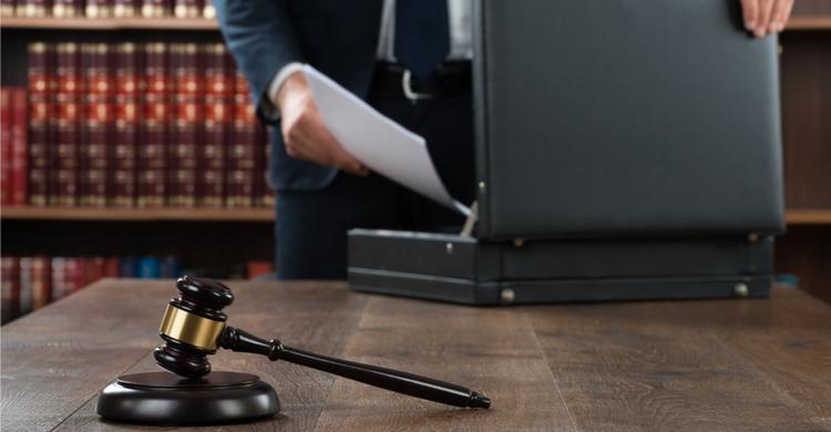 Piden 9 años de cárcel para un matrimonio por estafar a 77 clientes de la aseguradora para la que trabajaban