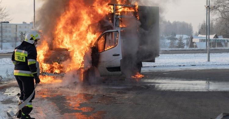 La aseguradora del taller no cubre el incendio en una furgoneta durante una prueba por superar el límite de kilómetros