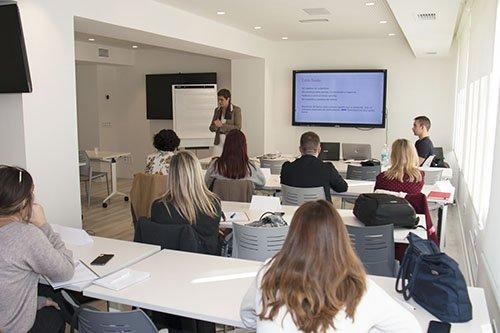 El Colegio de Mediadores de Valencia celebra un curso de atención al cliente