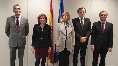 Consejo General y ADECOSE se reúnen con la secretaria de Estado de Economía y el director general de Seguros