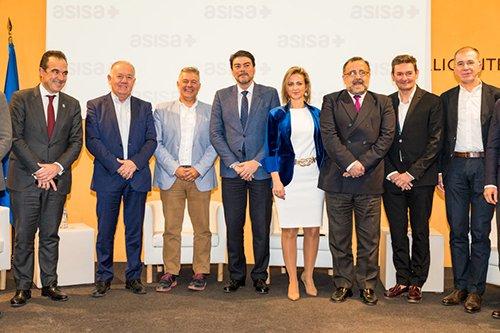 Fundación ASISA recibe a Jorge Crivillés en Alicante tras convertirse en el primer español que logra los 'Siete Océanos'