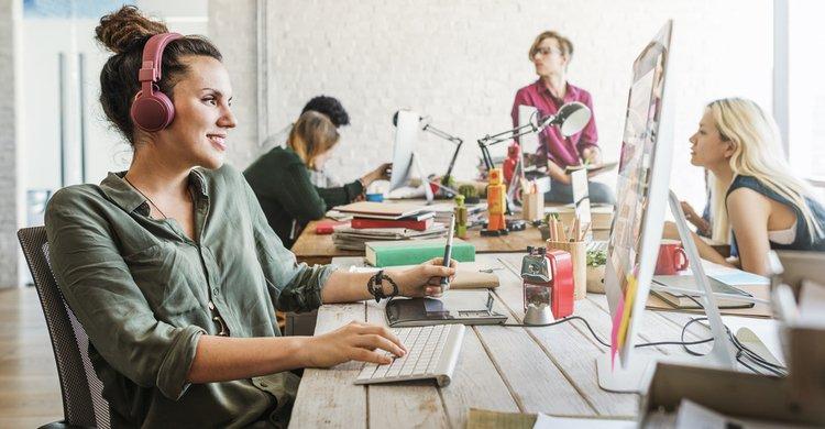 mujeres_trabajo_oficina