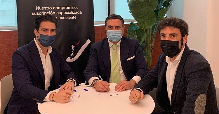 Firma de la renovación del acuerdo entre Hiscox y APROMES