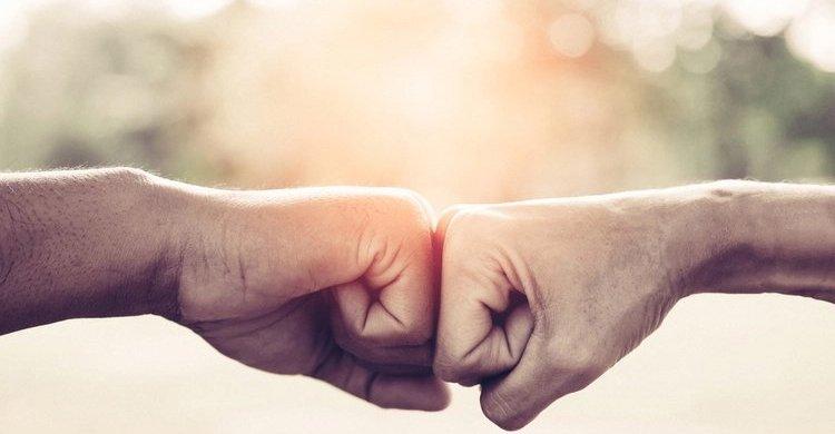 acuerdo puños manos
